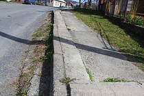 V Provodově trpí chodníky, silnice i náves. Například chodníky jsou jen v části středu obce, jedná se však o starou betonovou dlažbu.