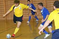 Futsalisté Zlína (ve žlutém) proti pražskému Chemcomexu. Ilustrační foto