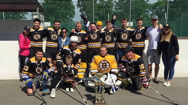 Vítěz základní části a držitel Prezidentského poháru v Malenovické hokejbalové lize mužstva Boston Zlín