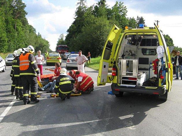 Ve Zlíně na Kocandě došlo ke střetu motocyklu zn. Harley-Davidson a dvou osobních aut zn. Seat Cordoba a Š Octavia.