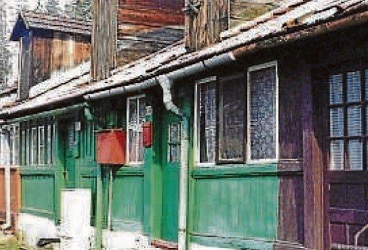 SIDONIE, STAVBY. Sklářská dělnická kolonie založená v Sidonii v roce 1899.