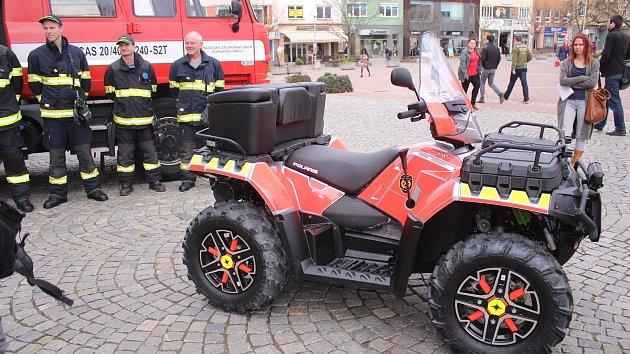 Krajští zlínští hasiči mají novou čtyřkolku