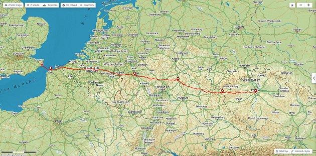 Abhejali Bernardová podruhé vkariéře přeplavala kanál La Manche. Přeplavba je součástí extrémního triatlonu, při kterém se vlastními silami dostane zAnglie až do Prahy. Celá trasa měří neuvěřitelných 1111kilometrů!