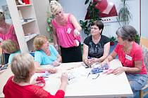 Mamma HELP: Koordinátorka Kateřina Vondráčková (uprostřed) s dobrovolnicemi