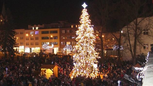 Vánoční strom na zlínském náměstí Míru