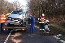 Dvě dopravní nehody. Dva zranění. Tři zničená vozidla.