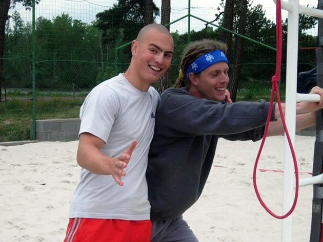 ROZCVIČKA. Pavel Kolář \(vpravo\) se s Martinem Tichým před začátkem sezony usmívali. Se svými výkony ale zatím spokojeni moc nejsou.