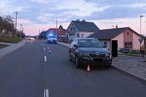 Řidič Škody KAROQ srazil v Petrůvce chlapce na koloběžce, ten utrpěl těžká zranění