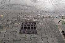 Lokální povodně se opět mohou během pondělí vyskytnout na místech Moravskoslezského kraje. Obyvatelé obcí v Beskydech a na Opavsku by se měli mít znovu na pozoru.