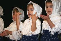 Malí zpěváčci předvedli své umění na tradiční Trnečce