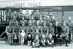 HASIČI. Po celou dobu své existence patří ke klíčovým bezpečnostním i společenským složkám ve městě. Fotografie hasičského sboru pochází z roku 1944 během jeho veřejného cvičení na Masarykově náměstí.