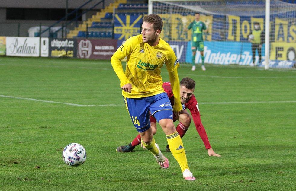 Fotbalisté Zlína (ve žlutých dresech) prohráli v 5. kole FORTUNA:LIGY se Sigmou Olomouc 0:1