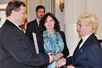 Dne 9. dubna byla v Praze oceněna legenda fryštácké školy Sylva Knedlová vyznamenáním I. stupně J. A. Komenského za dlouholetou vynikající pedagogickou činnost (57 let).