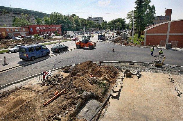 Stavba křižovatky Antonínova (12. května 2011)