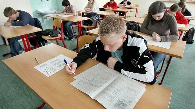 Vstupní branou na střední školy byly poprvé Scio testy.