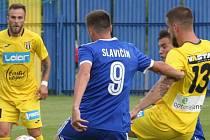 Fotbalisté Slavičína (v modrých dresech) z poháru odstoupily, Strání (ve žlutém) vyzve Kroměříž