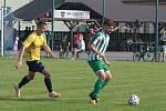 Fotbalisté Újezdu (ve žlutých dresech) zdolali Vysoké Pole 4:2 a před letní pauzou zůstali v čele Ligy4.
