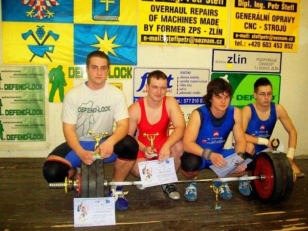 Osmnáctiletý český reprezentant Tomáš Hofbauer (na snímku vlevo)