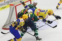 Extraligoví hokejisté Zlína (ve žlutomodrém) se v přípravném zápase utkali se Skalicí.