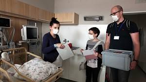 Volit mohou i pacienti, kteří jsou aktuálně hospitalizovaní v Krajské nemocnici T. Bati ve Zlíně. Volička Petra Hajková