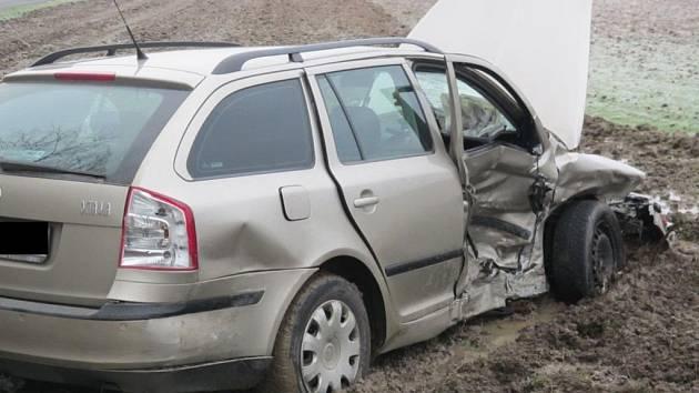 Jeden z řidičů skončil po srážce u Otrokovic v nemocnici