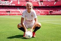 Zlínská fotbalistka Klára Cahynová zažila životní přestup - z pražské Slavie zamířila do španělského velkoklubu FC Sevilla.