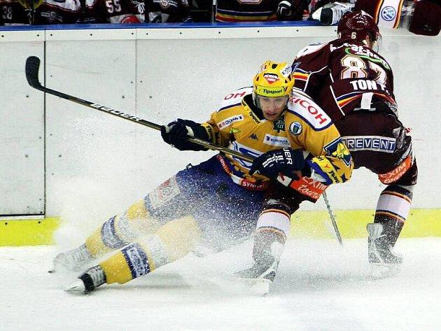 Extraligoví hokejisté Zlína se střetli v rámci 21. kola nejvyšší soutěže s pražskou Spartou. Radost beranů po druhém gólu Michala Důrase.