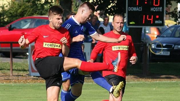 Fotbalisté Brumova (v červeném). Ilustrační foto