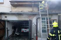 Požár hospodářské budovy ve Zlíně Malenovicích - 28. 3. 2021