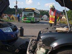 V části Příluky došlo k vážné dopravní nehodě dvou osobních aut zn. VW Passat, Š Fabia a trolejbusu.