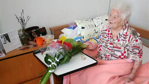 Nejstarší obyvatelka Otrokovic Helena Schádková oslavila sto třetí narozeniny.