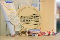 V Otrokovicích připravilo město novou památeční známku pro turisty, stojí 40 korun.