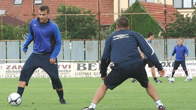 Po devíti letech se vrátil Vít Valenta (zcela vlevo) zpátky na Slovácko. V Uherském Hradišti začal trénovat s tamním prvoligovým mužstvem.