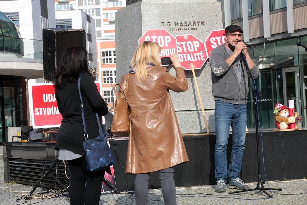 Demonstrace Milionu chvilek pro demokracii, Hrad za hranou ve Zlíně u sochy T.G.M.