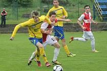 Roman Macek mladší, fotbal Zlín (ve žlutém).
