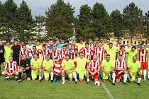 V hlavním programu dne proti sobě nastoupil FC Brumov (v modro-bílých dresech) a Ligový výběr.