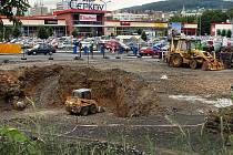 Stavba čerpací stanice na parkovišti u obchodního centra Čepkov v centru Zlína
