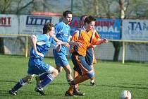 I. A třída: Mladcová (v oranžových dresech) - Nedachlebice 0:0