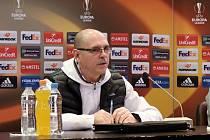 Trenér Bohumil Páník byl před utkáním v Tiraspolu dobře naladěný. Na předzápasové tiskové konferenci novináře pobavil.
