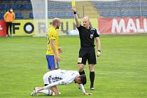 Rozhodčí Jan Petřík nedělní utkání ve Zlíně příliš nezvládl.