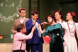 Městské divadlo ve Zlíně. Ilustrační foto ze hry Pan Kaplan má stále třídu rád