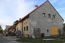 V objektu opuštěného a roky chátrajícího vepřína v Halenkovicích má vzniknout sběrný dvůr a zázemí technických služeb obce.