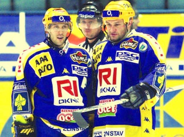 Obránce Martin Hamrlík (vpravo)