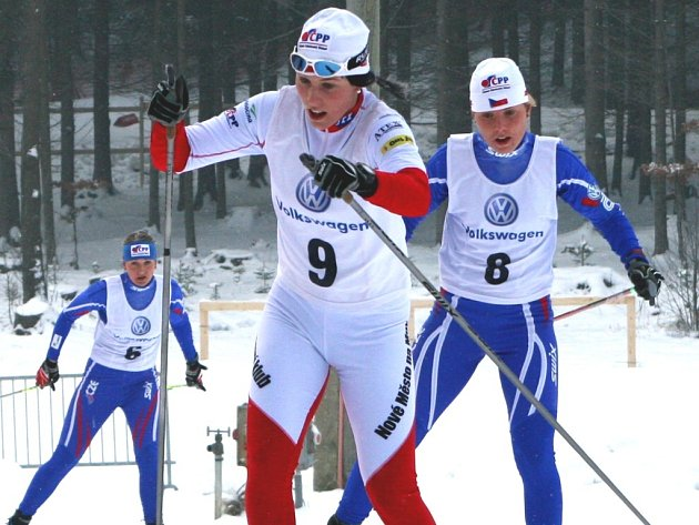 Zlínská běžkyně na lyžích Hana Hančíková (v bílém).