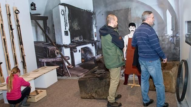 O železe od A po Ž. Vernisáž přilákala stovku návštěvníků