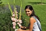 Dagmar Krulišová Dítětová se specializuje na svatební květinové výzdoby, interiérové dekorace, hodně se také věnuje diplomatickým kyticím.