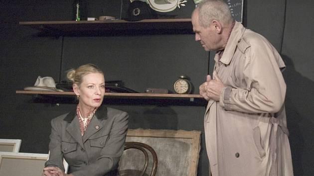 PICASSO. Paříž v roce 1941 a Picasso je vyslýchán slečnou Fischerovou.
