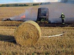 Požár balíkovače slámy u Choryně
