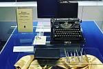 Originální výstava Baťův pedikér přibližuje rozmach řemesla, který významně ovlivnila světová obuvnická firma ze Zlína. K vidění jsou propagační materiály firmy Baťa, publikace i nástroje.