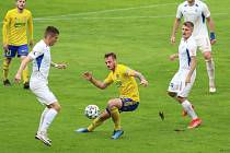 Fotbalisté Zlína (žluté dresy) v posledním domácím zápase letošní sezony hostili Liberec.
